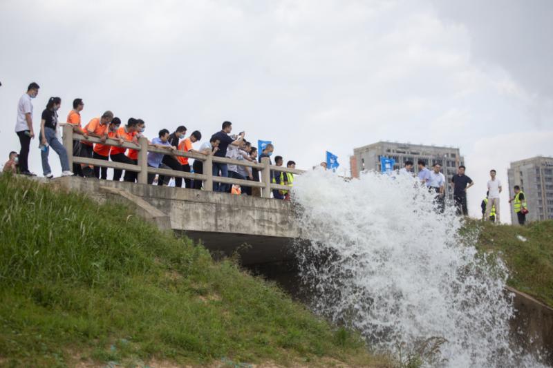 """青岛地铁首台大排量抽排设备""""龙吸水""""上岗(图1)"""